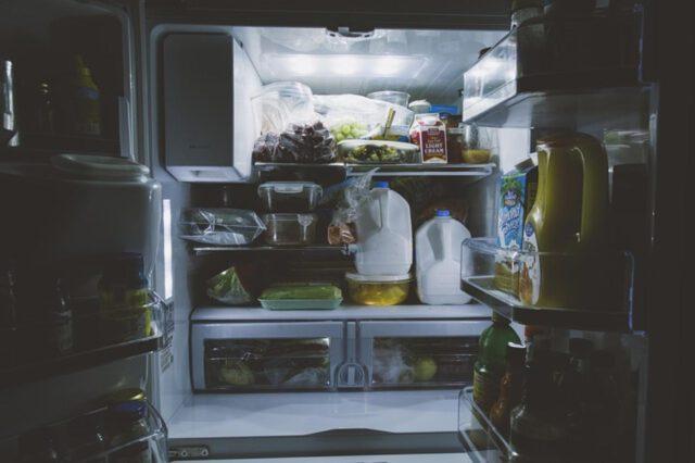 Praktyczna lodówka do małej kuchni